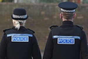 Ce poate si ce nu poate face politia in Anglia? (Partea 2)
