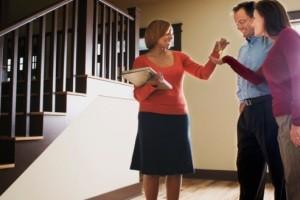 Intrebarile pe care trebuie sa vi le puneti atunci cand doriti sa cumparati o casa