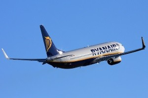 Compania aeriana low-cost Ryanair. Pro si contra