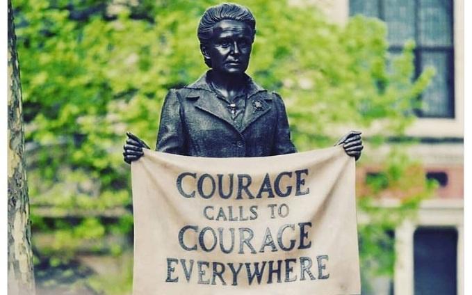 Prima statuie a unei femei a fost inaugurata in Piata Parlamentului!