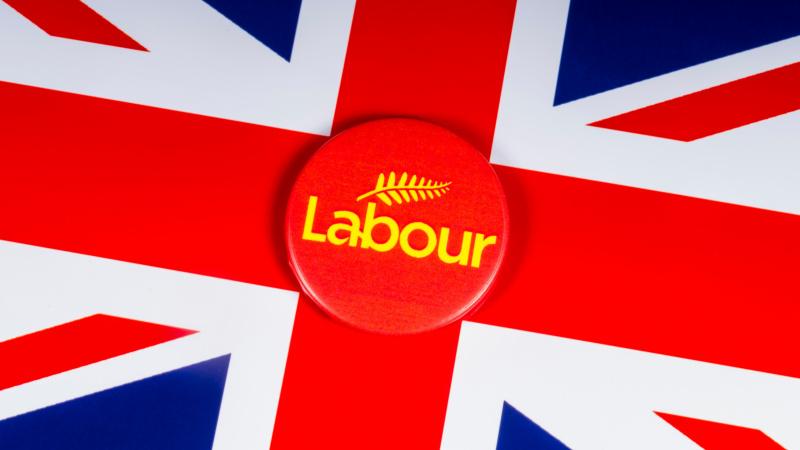 UK: Taxe pentru proprietate deținută de străini și clasa de mijloc!