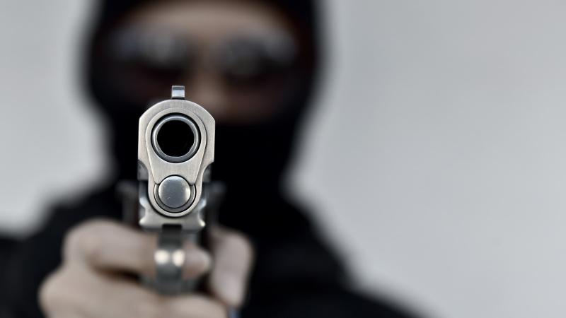 Un bărbat înjunghiat iar altul împușcat în Londra de Nord!