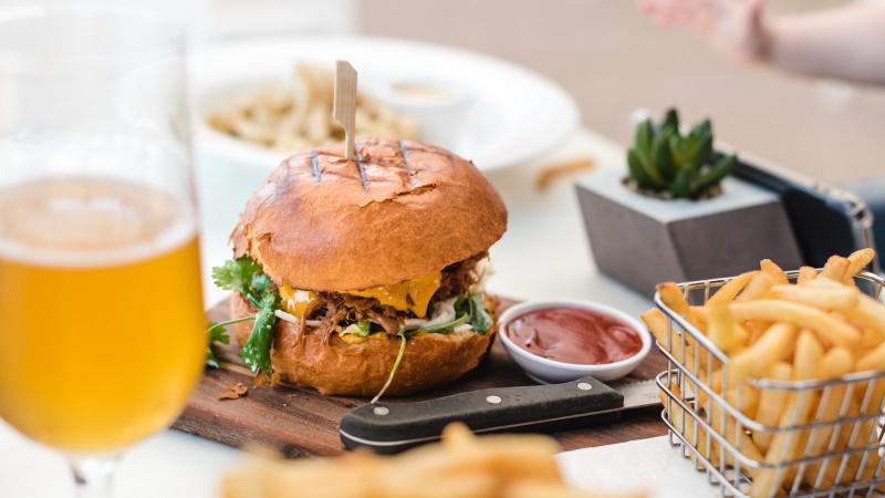 Rishi Sunak oferă britanicilor 50% reducere la mâncarea în restaurante!