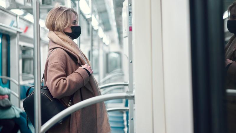 Coronavirus: minoritatea care nu poartă măști la metroul din Londra