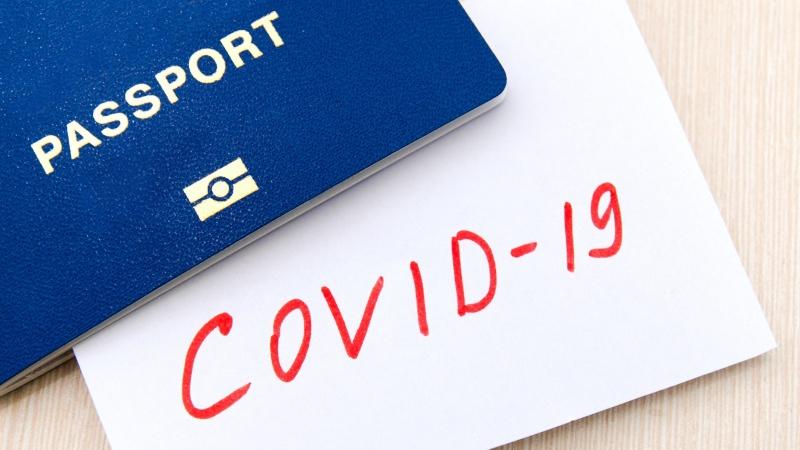 Pașapoartele de vaccinare ar putea permite vacanțele