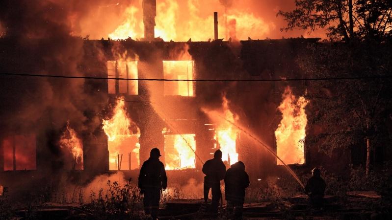 Incendiu uriaș într-un depozit din Manchester