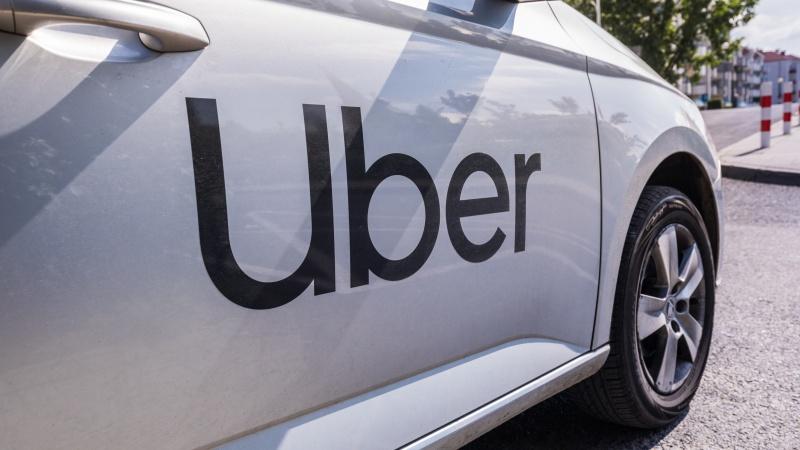 Șoferii Uber vor avea statut de angajați începând de astăzi în UK