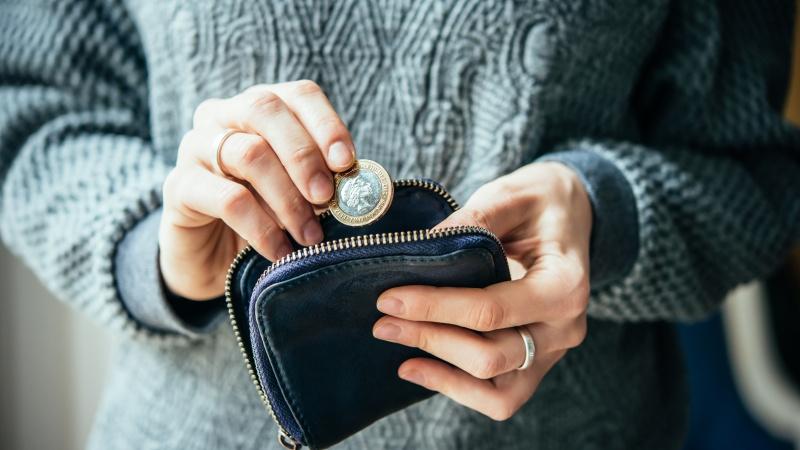 Gospodăriile britanice suferă de venituri mai mici decât în Germania și Franța