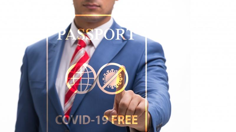 Marea Britanie va emite totuși pașapoarte Covid-19