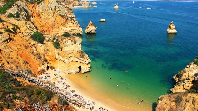 Britanicii se grăbesc să rezerveze călătorii în Portugalia!