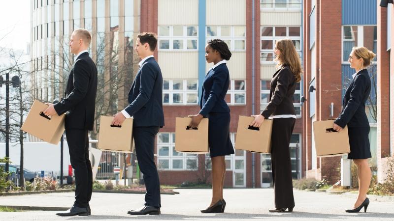Piața locurilor de muncă din UK, în impas! Care sunt riscurile șomajului din toamnă?