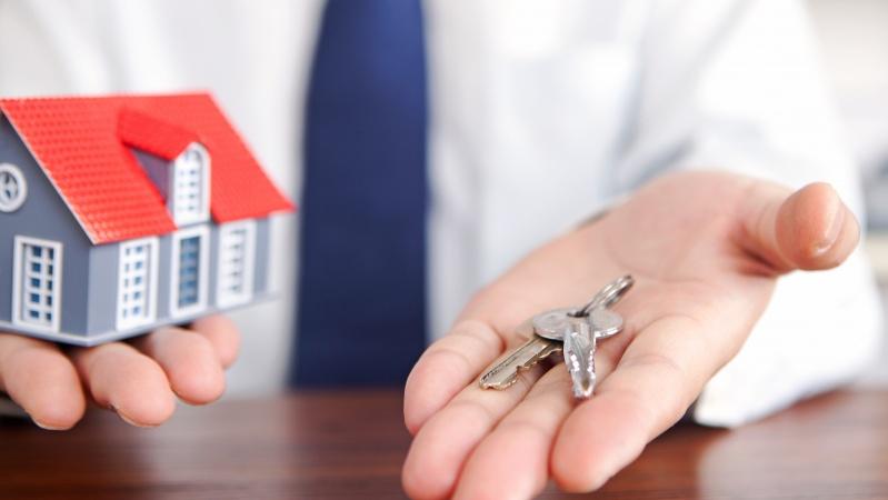 Studiu: Pe moment, e mai ieftin să închiriezi decât să îți cumperi o casă