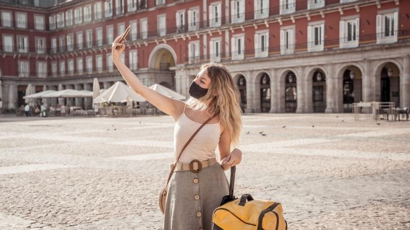 Milioane de oameni vor fi taxați pentru roaming când călătoresc in Europa