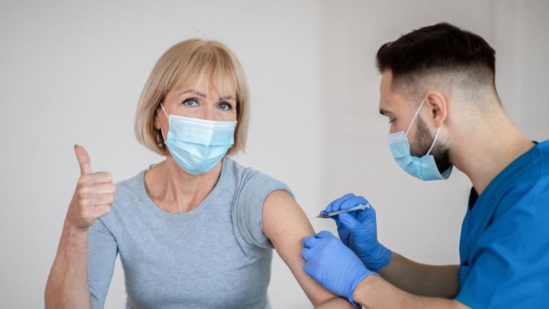 Toți adulții din Marea Britanie au primit oferta de a se vaccina!