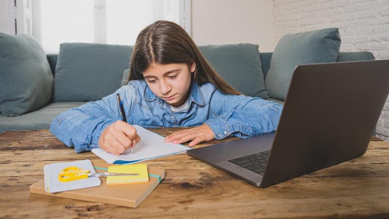 Efectele COVID-19: Creștere uriașă a copiilor școlarizați la domiciliu în UK