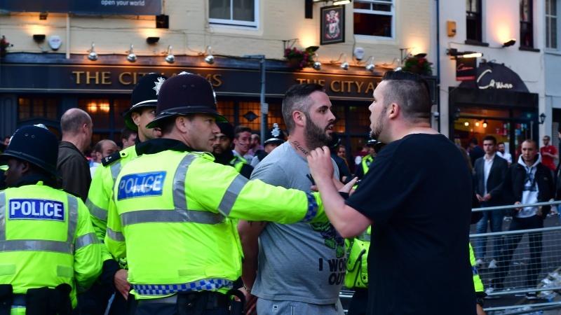 """Violențe si haos în """"Ziua Libertății"""" în toată Anglia"""