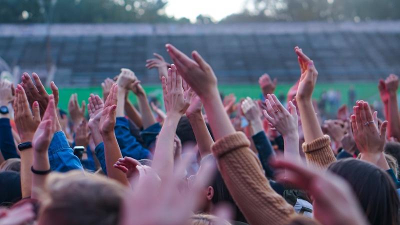 Mii de participanți la festivalul de muzică din UK