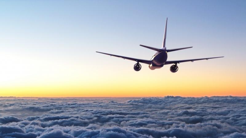 De luni o anumită categorie de călători nu va mai sta în carantină la sosirea în Anglia