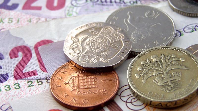 Schimbare importantă pe piața muncii din UK: Când intră în vigoare legea bacșișului?