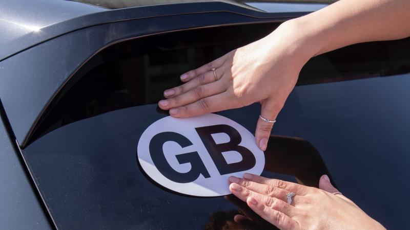 După 111 ani pe mașinile britanice, stickerele GB sunt ilegale