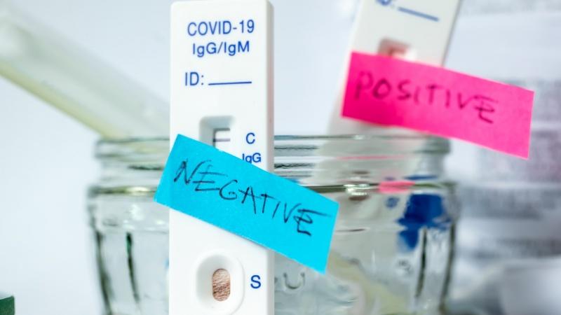 COVID-19: Zeci de mii de britanici, în pericol după rezultate fals negative